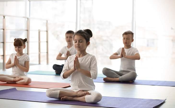 Spielerisches Yoga in der Wichtel Akademie München