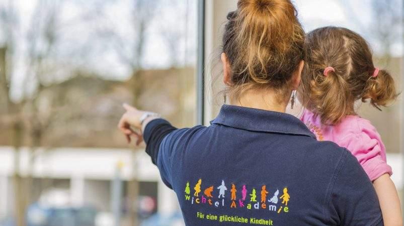 Besondere Beziehung zwischen Kindern und Mitarbeitern der Wichtel Akademie München