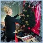 Moni bereitet die Weihnachtsfeier der Wichtel Akademie vor