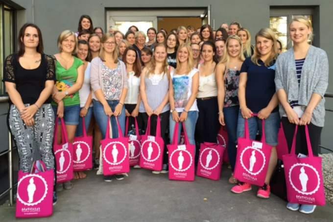 Anerkennungsjahr - pinke Taschen - Erzieherinnen - Wichtel Akademie München