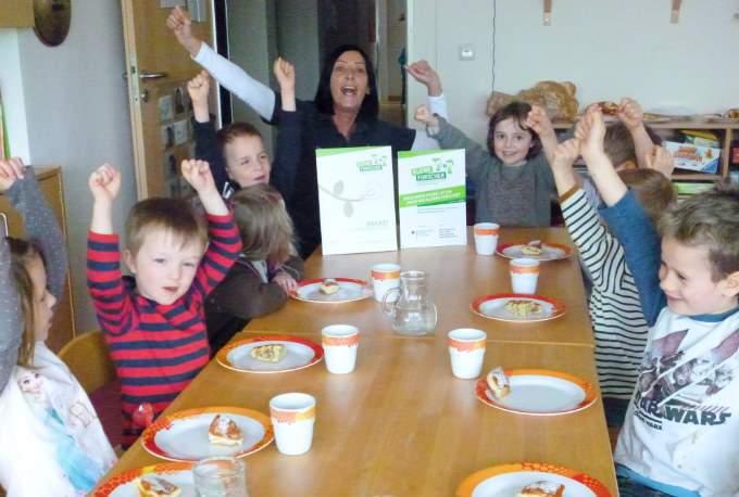 jubeln - Kinder - Forscher - Wichtel Akademie München