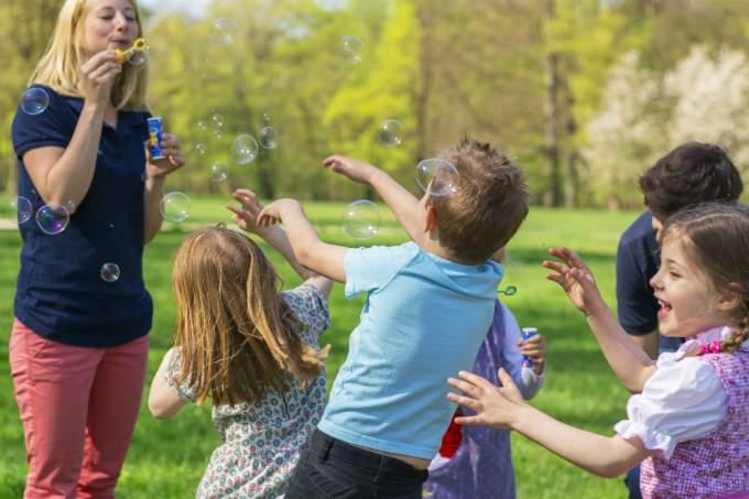 Kindergarten - Seifenblasen - Wichtel Akademie München