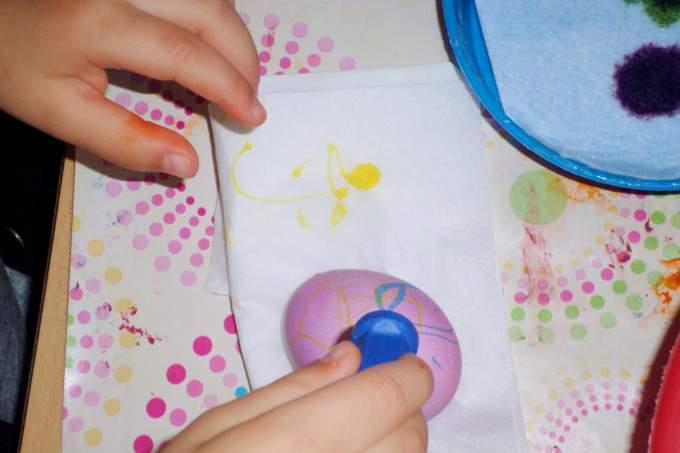 Eier färben - Kinderkrippe - Wichtel Akademie München