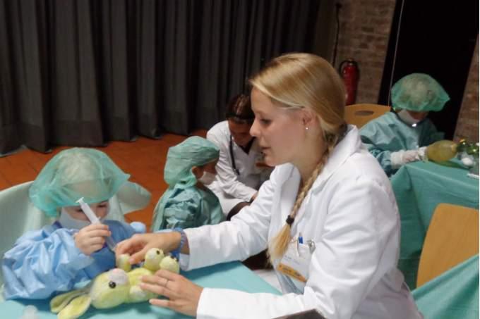 Kinder - Krankenhaus - Teddy - Wichtel Akademie München