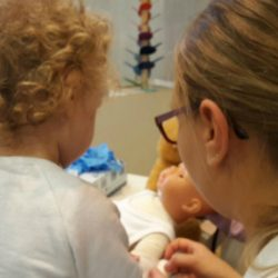 Krankenschwester- Kinderkrippe -