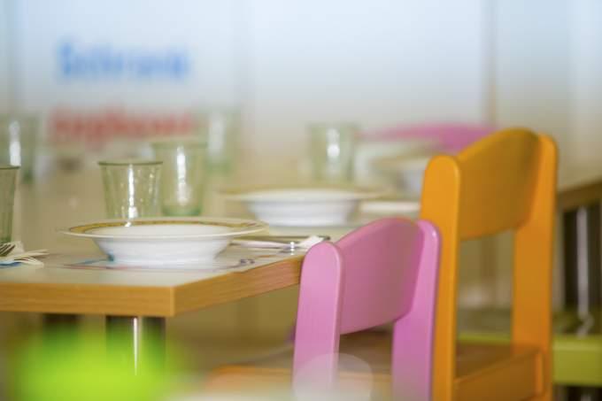 Tisch decken - Kinder - Wichtel Akademie München