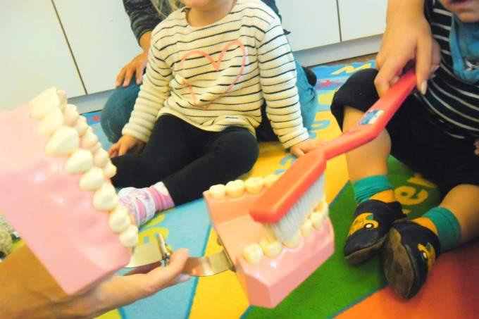 Zähne putzen - Unterricht - Wichtel Akademie München
