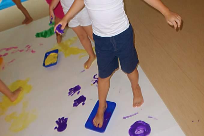 kindergarten biederstein wichtel akademie farbenexperimente. Black Bedroom Furniture Sets. Home Design Ideas