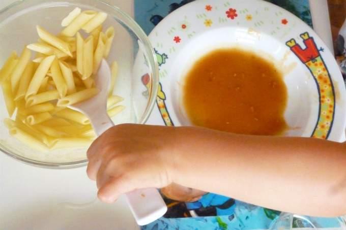 Kita-Kinder - selbstständiges Essen - Wichtel Akademie Obersendling