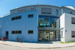 Außenansicht Kinderkrippe und Kindergarten Harlaching-Mitte Wichtel Akademie München